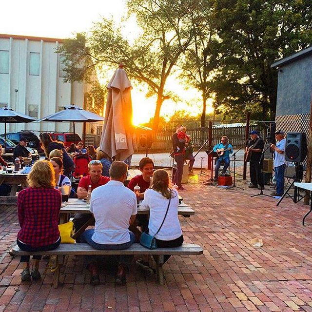 Awesome Shot On The Back Patio Last Weekend When We Had Live Music!! Thanks  @tbiz!! 😎👏🏼👏🏼 #woodyardbbq #woodyard #bbq #barbecue #kcbbq #kc  #kansascity ...